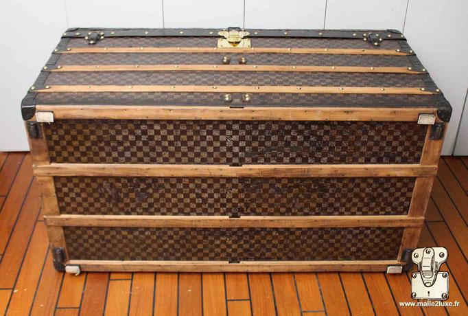 dessous Malle Louis Vuitton ancienne