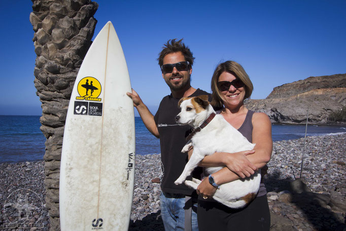 Danny, Annika and Kaya the Dog (and surfboard and palm tree;))