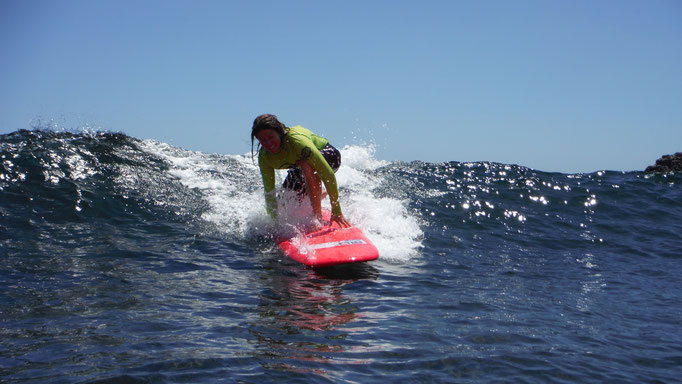 Paddle, paddle, paddle and stand UP - Great wave in Playa del Inglés!!