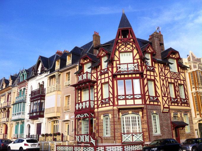 Pendant votre séjour, faites un saut pour contempler les villas belle Epoque à Mers Les Bains, face Mer