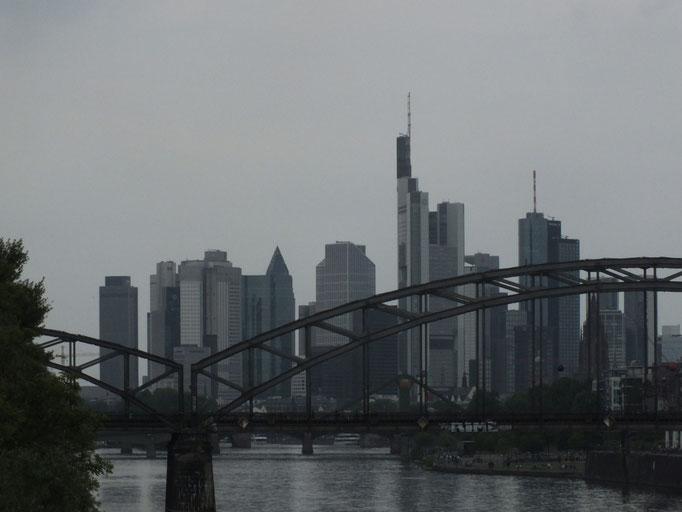 von Osthafenbrücke Richtung City