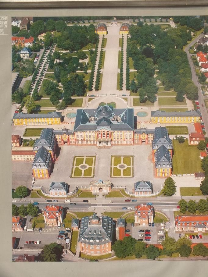 Schloss (Luftbildaufnahme)