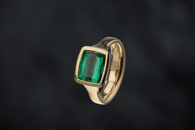 Produktnummer 9063 - 750/- Gelbgold, Turmalin, grün