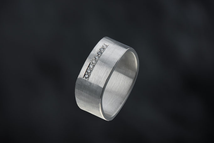 Produktnummer 9020 - 925/- Silber, graue Brillanten