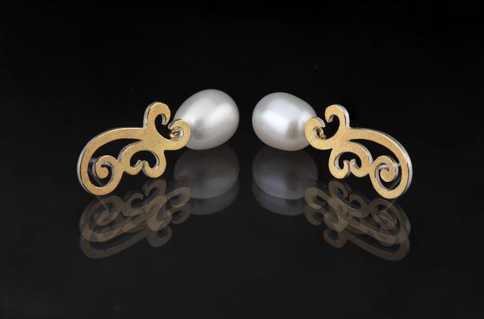 Artikelnummer 6030 -  Perlen, 900/- , 750/- Gelbgold und 925/- Silber