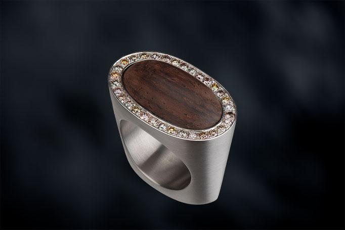 Produktnummer 5274 - 950/- Palladium, braune Brillanten , Holz
