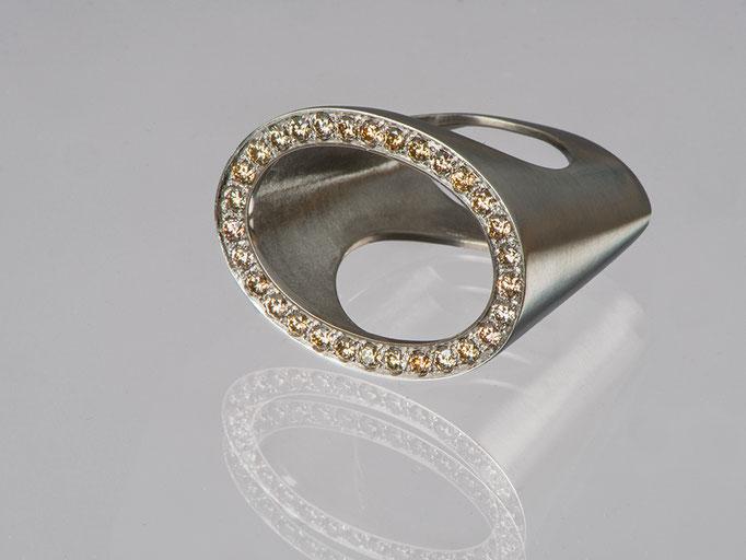 Produktnummer 4124 - 950/- Palladium, braune Brillanten