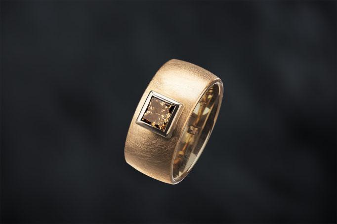 Produktnummer 9221 - 585/- Rose- und Weißgold, Prinzess Diamant, braun