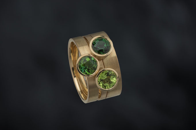 Produktnummer 4069 - 750/- Gelbgold,  Turmaline, grün