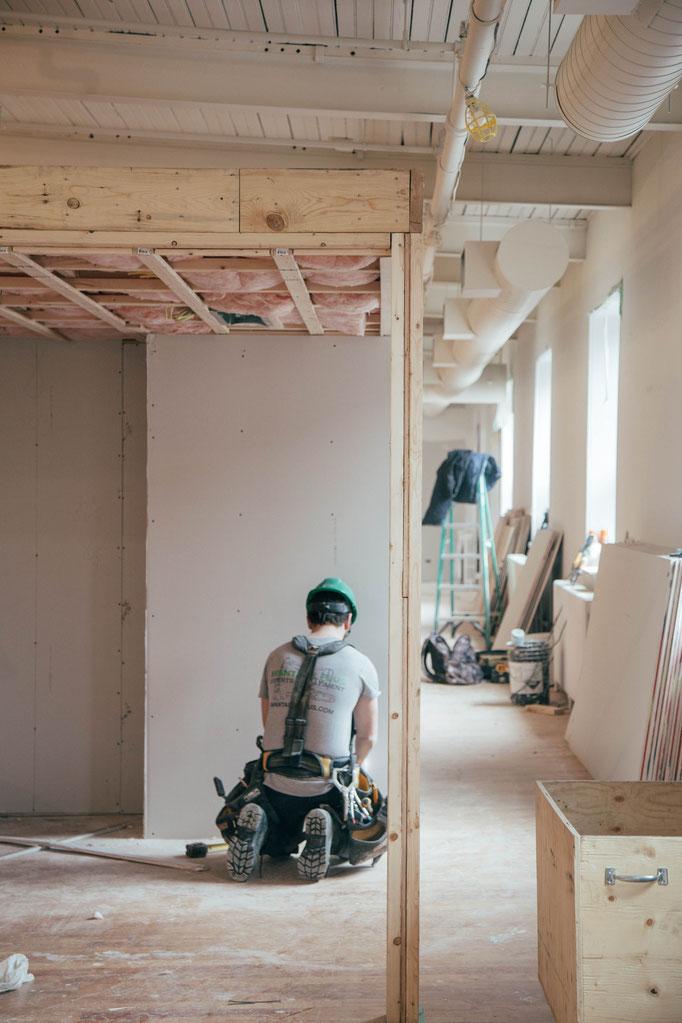 Malerarbeiten, Trockenbau und Renovierung in Innenbereich und Außenbereich