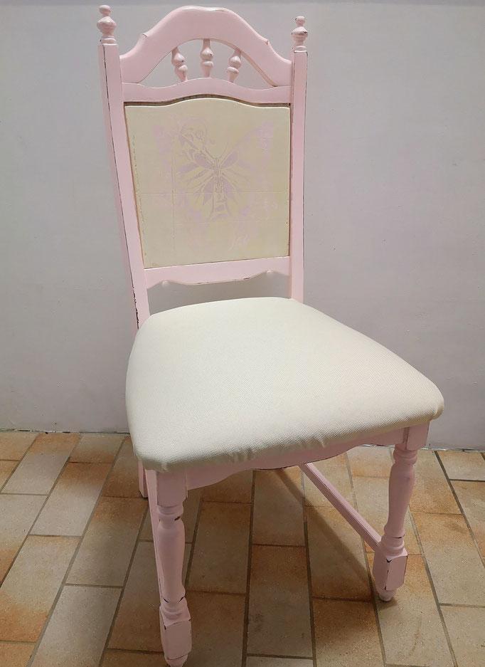 Stuhl in Pastell