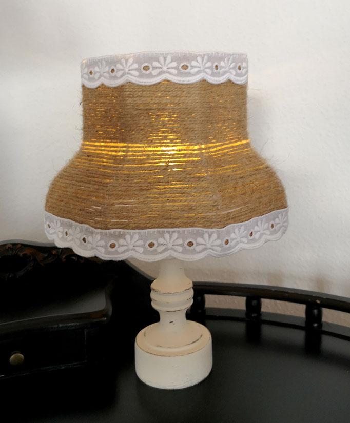 Lampe im Landhauslook