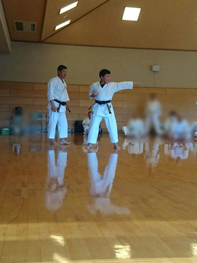平安五段の指導を受ける萩谷選手