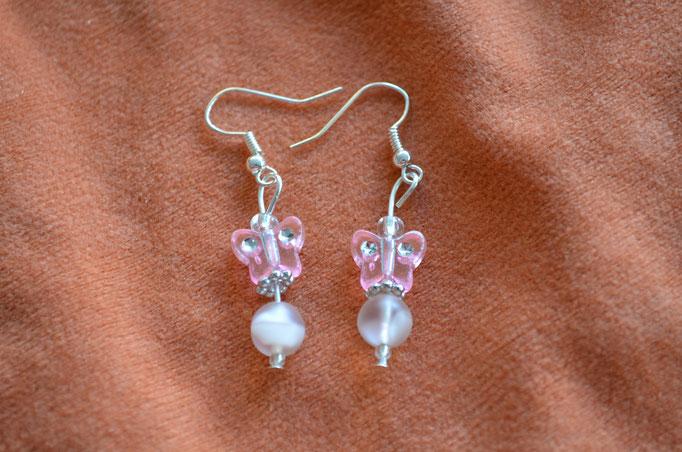 Modeschmuck Ohrhänger. Unikat aus alten und neuen Perlen in verschiedenen Rosatönen und Silber. Handarbeit und Design by Zeitzeugen-Manufactur. Preis: 3,00 €