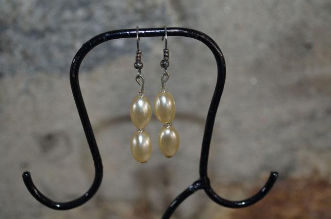 Modeschmuck Ohrringe aus alten 50er Jahre Perlen. Ein handgefertigtes Unikat aus der Werkstatt von Zeitzeugen-Manufactur. 3,50 €