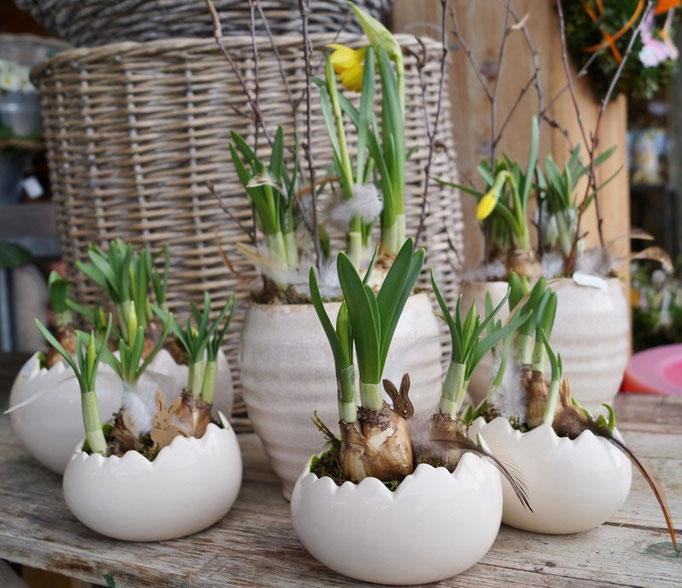 Keramik-Ei bestückt mit Tete