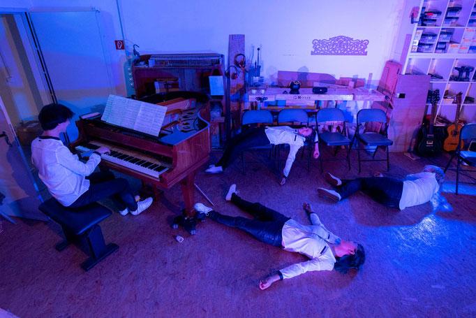 """Musiktheatrale Performance """"Geliebtes Eden oder Die Furcht vor dem Apfel"""" - Photo by Phillip Artus"""