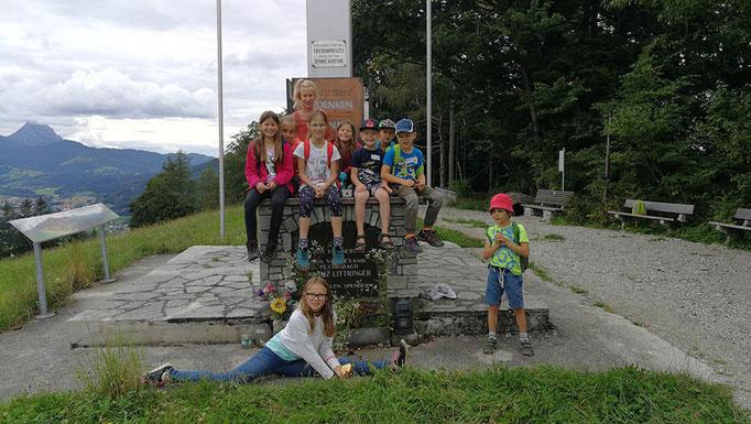 Beim Friedenskreuz am Kaibling - Im Hintergrund der Traunstein © Juliane Leitner 2020