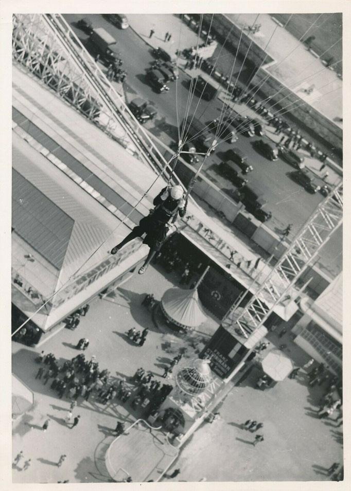 Saut en parachute fête foraine, 1937