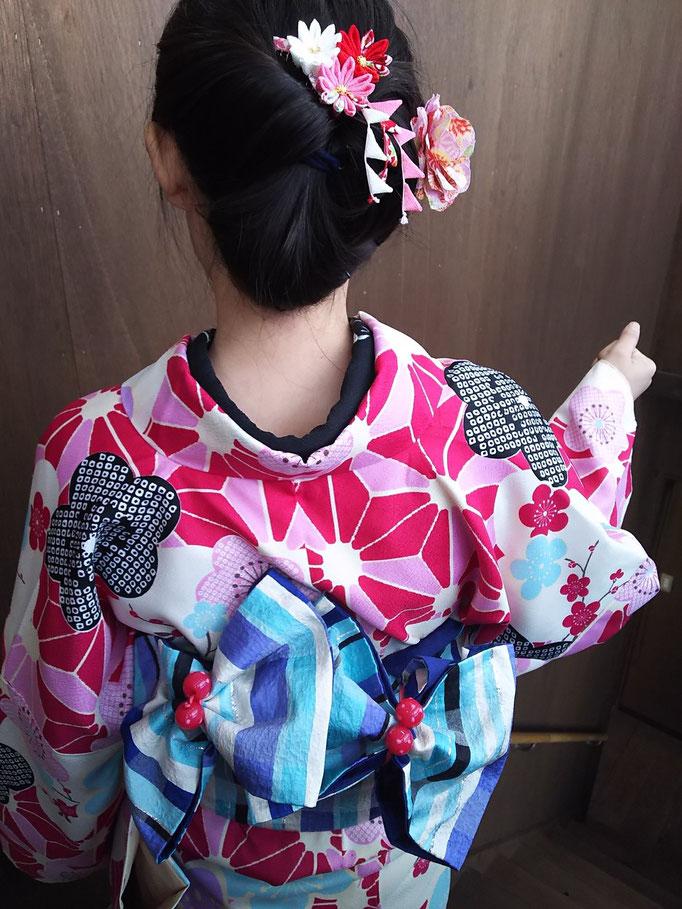 下呂温泉合掌村では和服を着付して散策できます