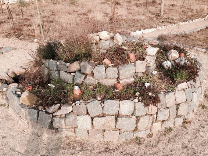 Die Landfrauen haben diese naturnahe Kräuterspirale angelegt.