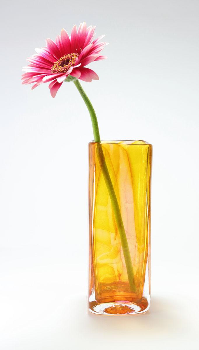Vase, viereckig, bernsteinfarben