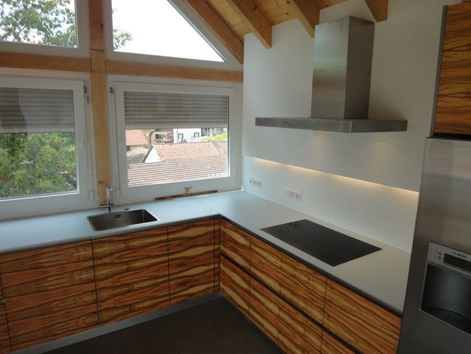 Schreiner Küche, Design Küche, Holz Küche, Glasarbeitsplatte, Glas Küche