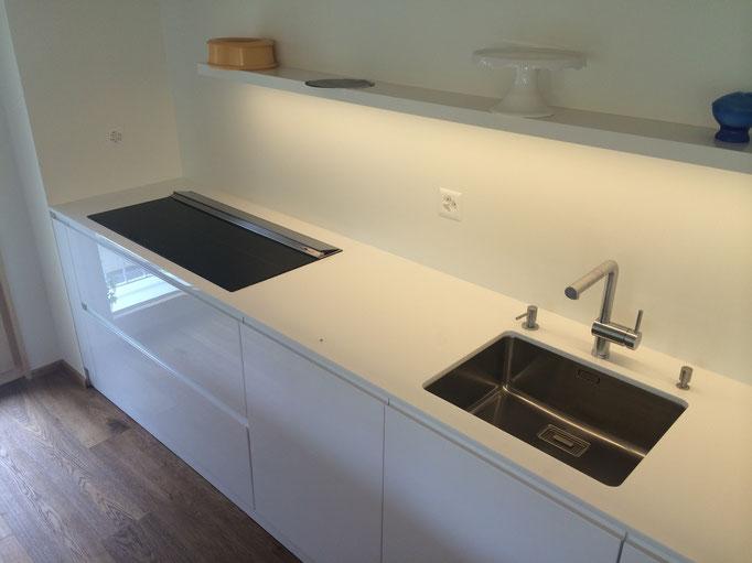 Glas Arbeitsplatte, Holz Glas Küche, Grifflos Küche, Downair, Downdraft, ERGE