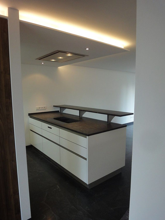 Loft Küche, Deckenhaube, Deckenabluft, Lichtdesign Küche, Style Küche