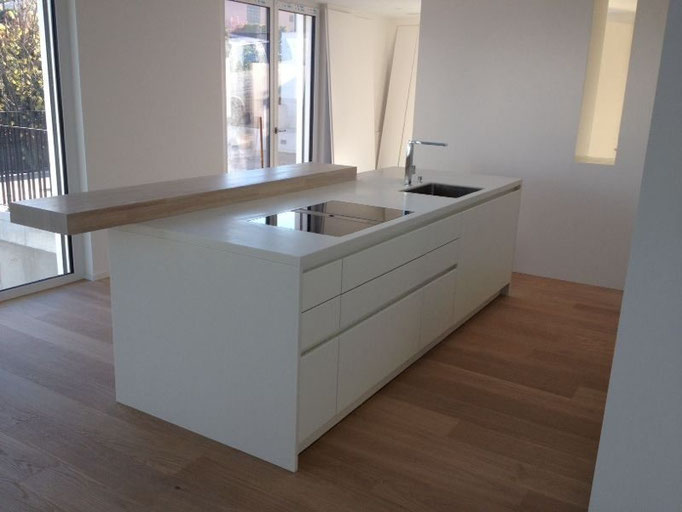 weiße Küche, Downair, Kücheninsel, BORA Küche, Grifflose Küche, Design Küche