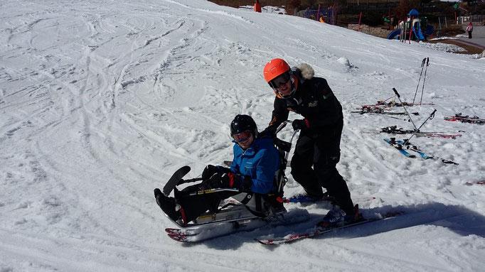 Mit meinem Skilehrer vor dem Liften