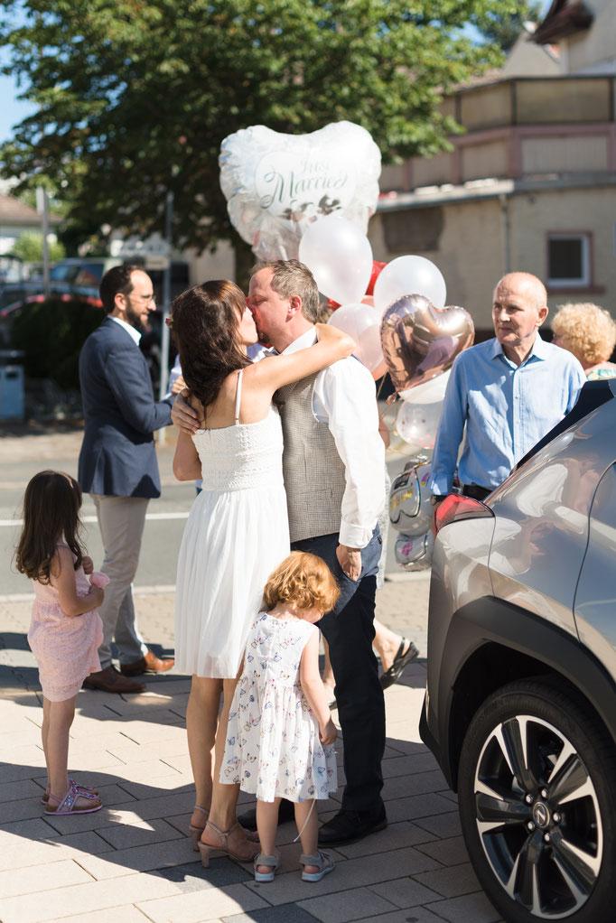 Standesamtliche Trauung - Natürliche und emotionale Hochzeitsfotos in Neu-Anspach