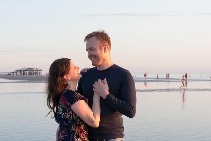 Romantische, emotionale Paarbilder zum Sonnenuntergang in St. Peter-Ording