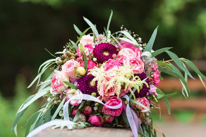 Brautstraußliebe - Natürliche und emotionale Hochzeitsfotografie