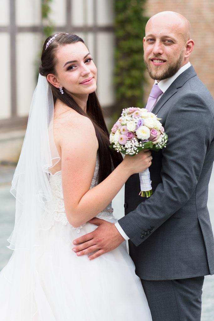 Du und ich - natürliche, emotionale Brautpaarfotos im Hessenpark, Neu-Anspach