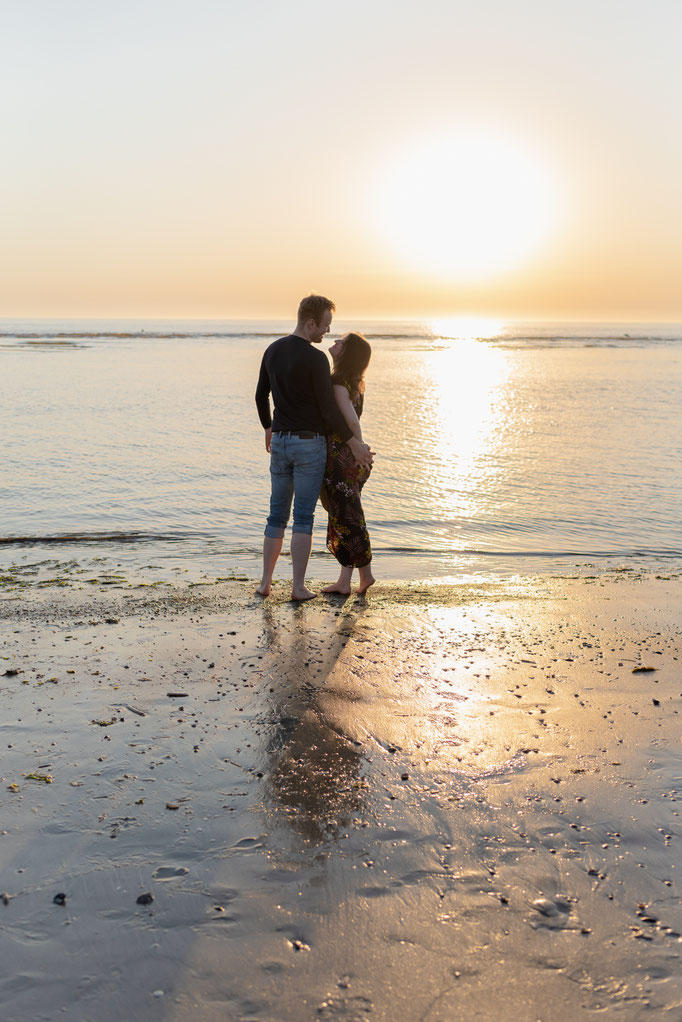 Romantische Paarbilder zum Sonnenuntergang in St. Peter-Ording