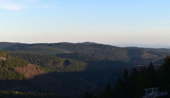Blick auf den Bollerbergturm - von der Winterberger Panoramabrücke aus