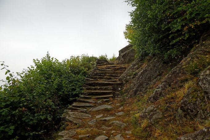 Treppenwege (bei gutem Wetter sieht man hier den Piz Badile)