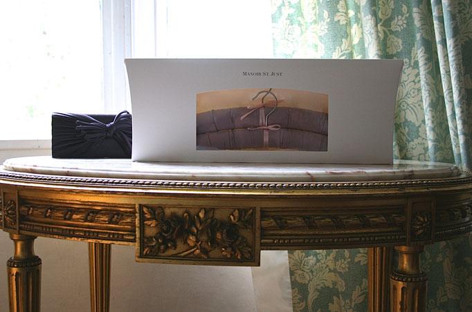 Luxury hanger Satin mauve Gift box  -  Manoir St. Just