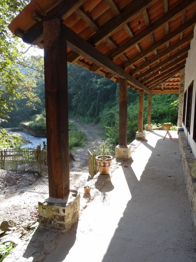 bienvenido a tomar un descanso y escuchar el río / willkommen zum Ausruhen und dem Fluss Zuhören