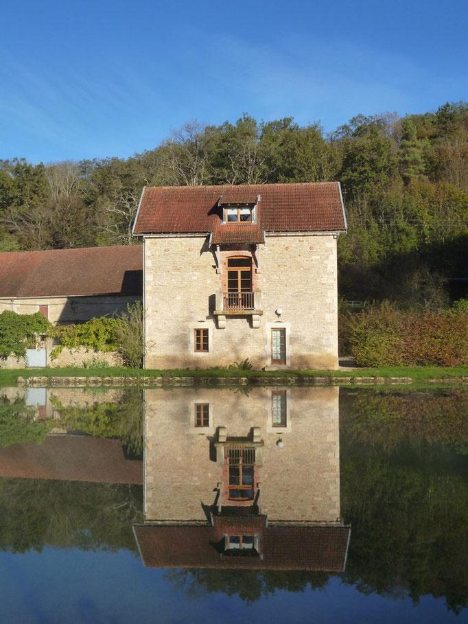 Le Gîte Rural vu de la rive opposée