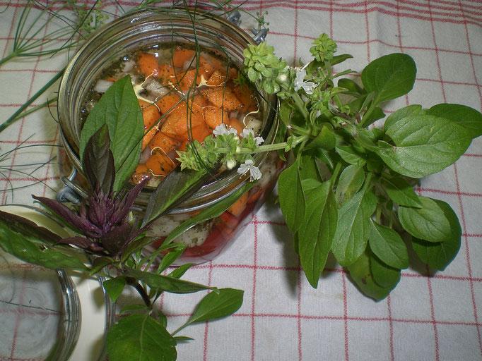 Relish ( eingelegtes Gemüse-indisch gewürzt ) mit Chili - scharf