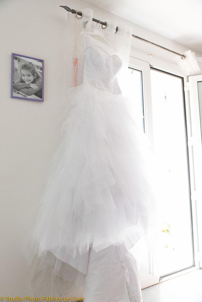 Robe de marié pendant les préparatifs de mariage