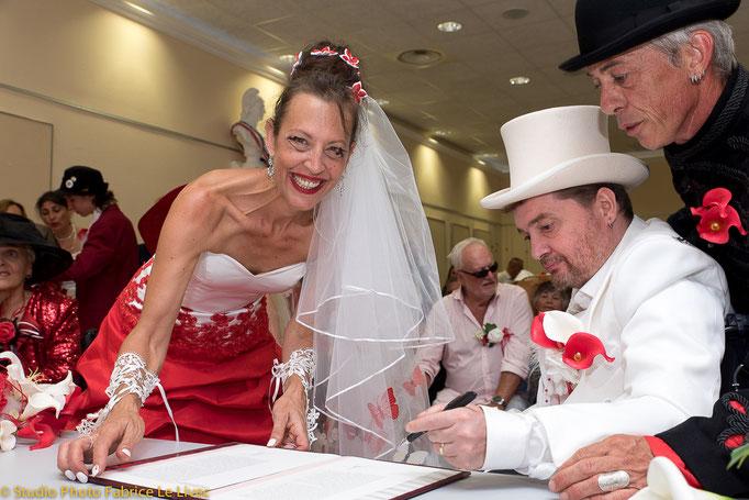 Cérémonie de mariage à Fuveau près d'Aix en Provence la signature des registres