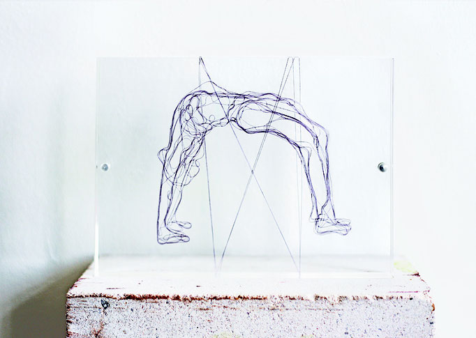 Kleine Brücke, 2013, Garn, Netz auf Acrylglas, 13 x 18 cm