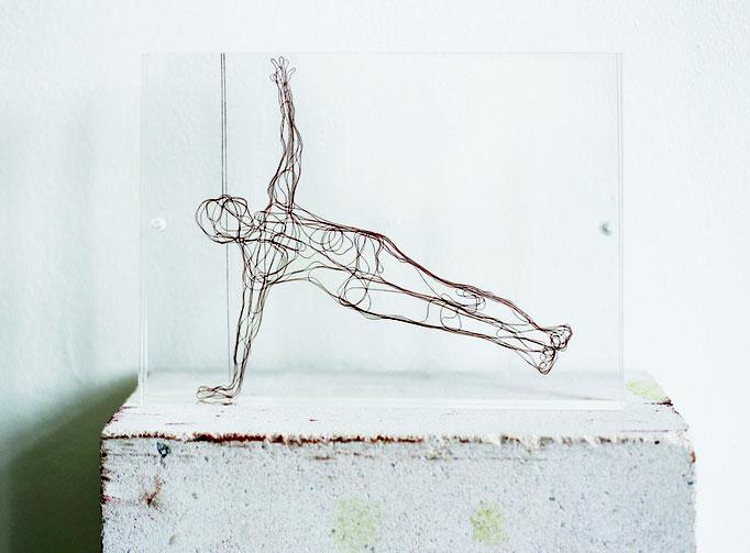 Hello, 2013, Garn, Netz auf Acrylglas, 13 x 18 cm