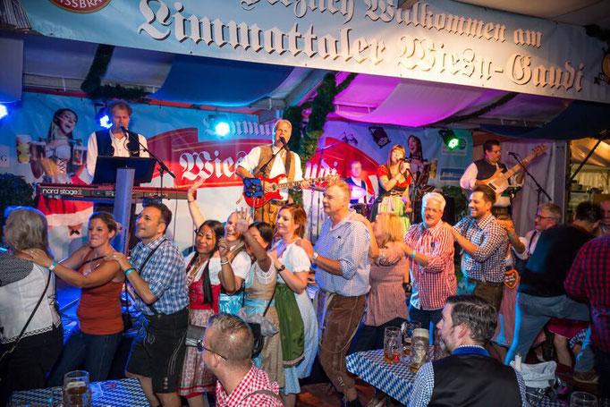 """Oktoberfestband """"Die Oberbayern"""" in Zürich"""