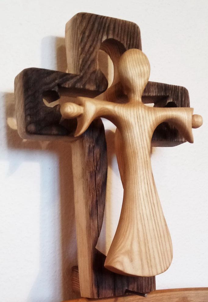 steigt vom Kreuz