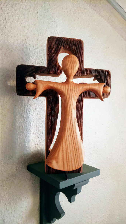Kreuz mit altem Holz