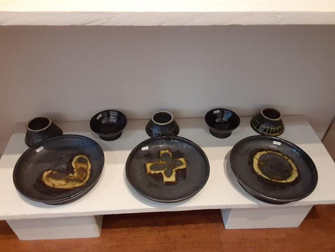 陶芸家 森下真吾の作品。国分寺くるみギャラリーにて。